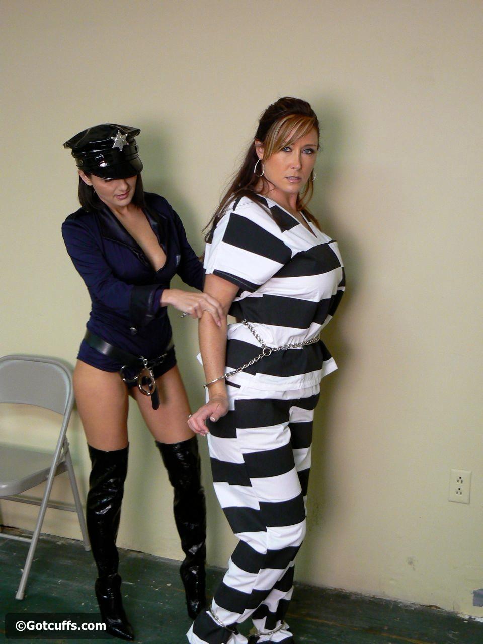 Christina Carter and Lola Lynn Photos 7-23-11: gotcuffs.com/content/?cat=34