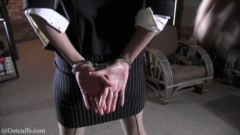 Hailey Lynn's First arrest part#1: gotcuffs.com/content/?cat=144