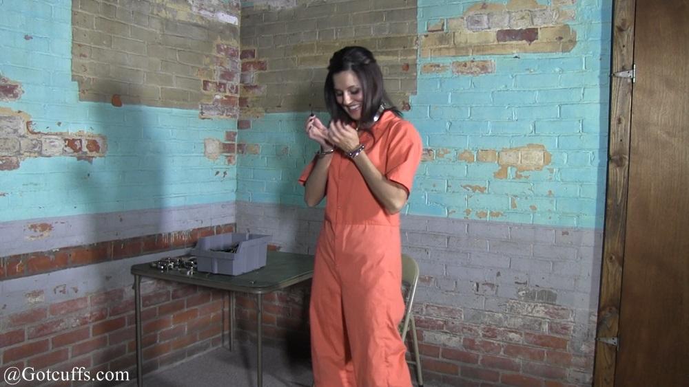 Hailey Lynn - Gotcuffs.com: gotcuffs.com/content/?cat=144